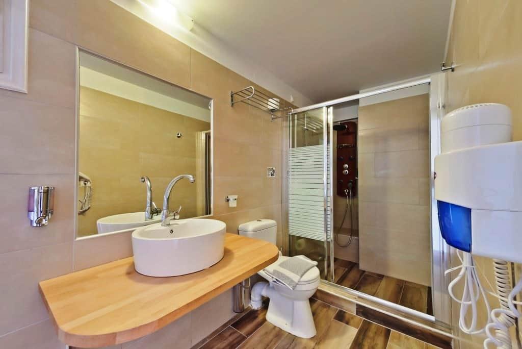 Hotel Lefkada bathroom (7)