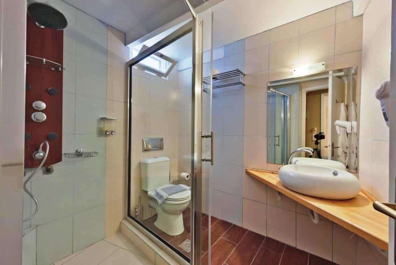 Hotel Lefkada bathroom